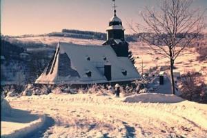 Laurentiuskirche Arnoldshain_im_Winter_mit_altem_Schornstein-Foto Martin Hoffmann